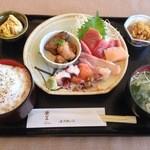 シーフードレストランネプチューン - ネプチューン築地魚貝の刺身定食980円