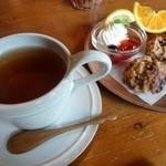 グーテ - ダージリンセット(紅茶+スコーン)
