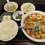 紅満園 - 料理写真:麻婆豆腐定食(まだ唐揚げが載ってません)