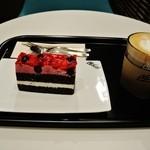マクドナルド - カフェラテ(S)とダブルベリーケーキ