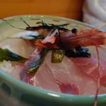 海鮮丼 浜辺丸 -