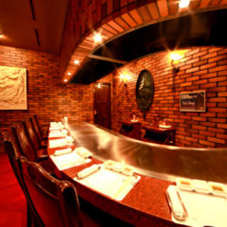 高級感漂う店内で、最高級の神戸ビーフをごゆっくりご堪能くださいませ。