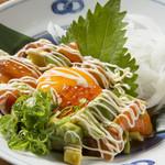 創菜や わびすけ - アボガドとサーモンの親子ユッケ:老若男女に大人気!ぜひ一度食べてみてください★