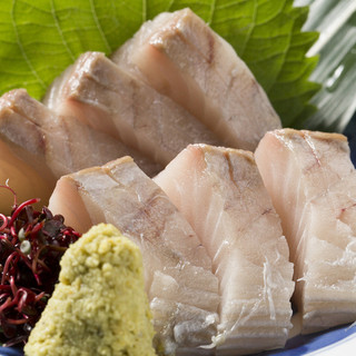 鰆(さわら)や瀬戸内産の鯛など新鮮な魚をお楽しみください。
