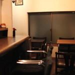 キップ - カウンター席と2テーブル (2013/08)