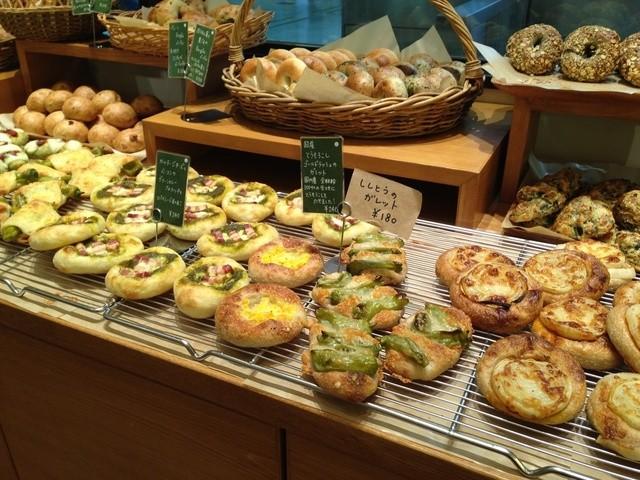 デ・トゥット・パンデュース エキマルシェ大阪店 - 2013年8月新しいパンがイッパイ並んでいました!
