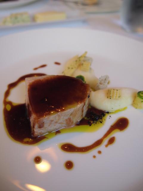 レストラン トエダ - メイン:信州豚 背ロース肉のロティ― じゃがいもとパルメザンのピューレ オリーブのソース