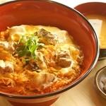 めし処 壬屋 - 炙り親子丼  炙った鶏肉が香ばしく、とろっとろの半熟玉子がお出汁とからまり絶妙!