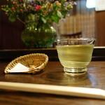 手打ち蕎麦  慶俊庵 - お茶と揚げ蕎麦