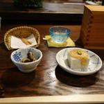 手打ち蕎麦  慶俊庵 - 「そば豆腐」&「煮豆」、お茶と揚げ蕎麦