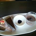 20890949 - 苺のココアケーキ&ガトーショコラ&パンナコッタ&ココアプリン