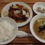 ファミリー中華磐磐 - Aランチ:鶏肉の甘酢+ミニラーメン+シュウマイ+ライス=790円