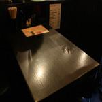 ちょんまげ食堂 ラーメン部 - ラーメン店ですが、ちゃんとテーブル席もございます!一品メニューもご用意しております。