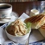 カフェ・ド・プチトラン - 料理写真:パニーニとブレンドコーヒーのモーニング