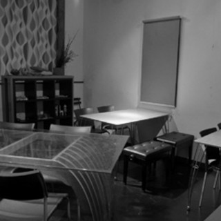 まったり寛げる大人の隠れ家。個室もご用意しております。