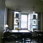 ラビットコーヒー - いい光が入る店内