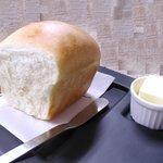 七人の小人 - 毎日6時頃に焼き上がるパンは絶品です。予約をされると確実に用意できます。