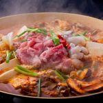 紅紅 - 料理写真:黒毛和牛と手長たこのゴチュウジャンプルコギ鍋
