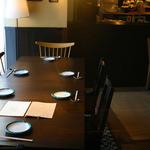 かもめ食堂 - 大きなテーブルは8名様まで可能です!