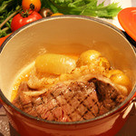 かもめ食堂 - 北海道の乳牛とインカの目覚めで仕上げる「ココット肉じゃが」