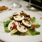 ローブリュー - Salade de champingons de Pari生マッシュルームとサラダ
