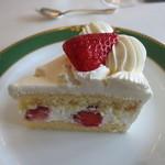 クラブ33 - お誕生日ケーキ(カット後)