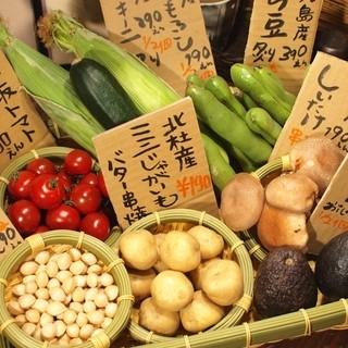 旬を楽しんでいただける、季節の無農薬のお野菜の籠盛り。