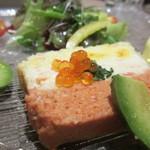 ルナール ブルー - カニと白身魚のムースのテリーヌ、アボカドサラダ添え