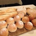 20921757 - 焼き立てパン