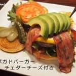 コーナーズグリル - ランチ限定の石垣牛100%ハンバーガー