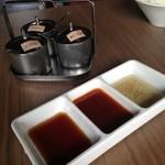 焼肉ダイナーハウスFAM - 3種たれと3種薬味