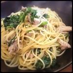 ピザバルコムギ - 鶏肉とほうれん草のペペロンチーノ! ここは地味に副菜のスープが美味しくておかわり自由なので嬉しい。