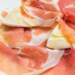 サントスピリト - 生ハムとモッツァレラ アラカルト2種の盛り合わせ