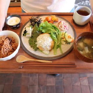 関西で採れた新鮮な地野菜がたっぷりのランチもおすすめです♪