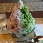 壺中庵 - 宇治抹茶・北海道チーズとハスカップのシロップ、抹茶わらび餅と北海道産あずきをトッピング