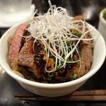 東京バルバリ - ステーキ丼ハーフサイズ(800円)