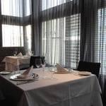 銀座 ハプスブルク・ファイルヒェン - 優しい光が心地良い窓際席
