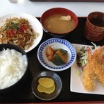 飛騨牛ダイニングかはん - 料理写真:日替りランチ750円 エビフライと焼きそば。エビがプリプリでした!\(^o^)/