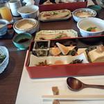 白樺 - 豪華な朝食