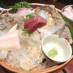 20932546 - お刺身盛り合わせ。1500円。太刀魚、赤いか、シオ、マグロ。