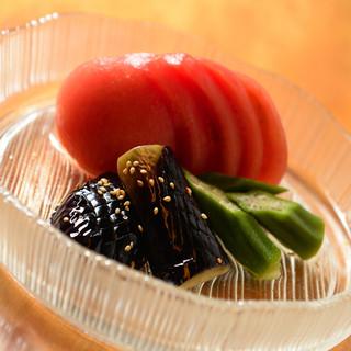 暑い日にもさっぱりといただける『夏野菜のおひたし』
