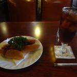 珈琲館 くすの樹 - 和風ドッグ(390円)、きらら・アイス・コーヒー(500円)