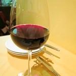 プティ・コトン - 赤ワインのグラス