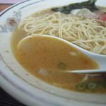 九州ラーメン 葉隠 - スープ