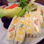 果実園 - フルーツサンドイッチ