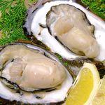 坂本屋 - 旨みが凝縮してとても美味しいと評判の久美浜湾の牡蠣料理をすべてのコースで提供させて頂きます。