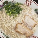 長浜ラーメン 匠 - 料理写真:正統派の長浜の味を味わう『ラーメン』