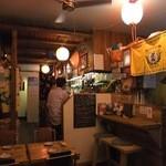 島結 - 請福の暖簾やなど沖縄料理店風の店内