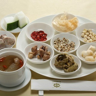季節の薬膳蒸しスープ