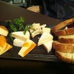 北海道バル - チーズの盛り合せ 1.480円